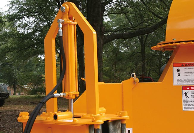Lift and Crush Cylinder provides crushing power when necessary and allows easy access to the anvil.